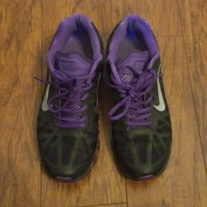 Women's Nike Air Max 2011 Size 9.5